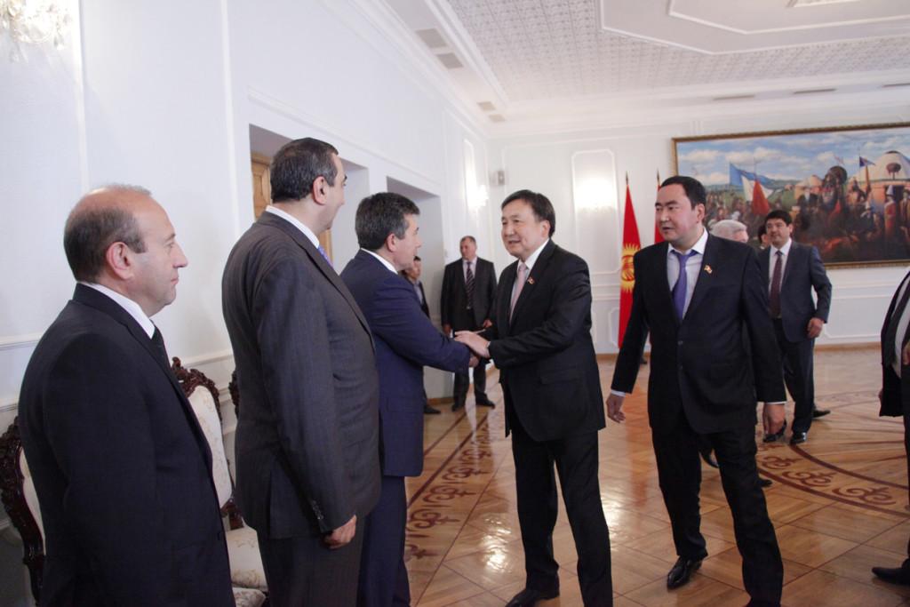 Спикер Парламента КР Асылбек Жээнбеков